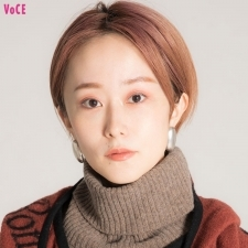 【VOCEエディターの1週間メイク着まわし】鏡裕子 DAY4「旬な赤みのちょい盛りメイクでコスメの新作発表会へ」