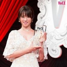 【速報!】VOCEが選ぶ「2017年最も美しい顔」は、深田恭子さんに決定!!