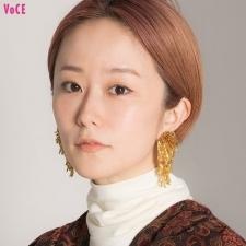 【VOCEエディターの1週間メイク着まわし】鏡裕子 DAY3「個性的なワンピと好相性なエスニックメイク」