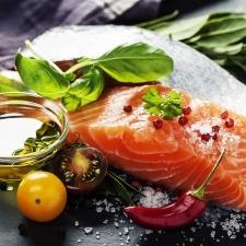 認知症を防ぐための生活習慣【食べるべき食品、避けるべき食品】