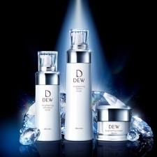 【DEW ブライトニング美白】ベーシックなお手入れでうるおって透明感のある明るい肌へ[PR]