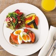 朝ごはん食材事典:寝ぼけた頭と身体をシャキッと覚ます食材は?