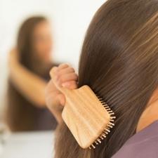 【天使の輪】が蘇る! ヘアブラシで「頭皮マッサージ」|一番効果が出るのは入浴前!|美髪エキスパートが教えます