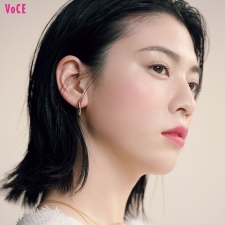 【三吉彩花】が纏う夏のピンクメイク♡ヘルシーな色っぽ顔にチェンジ!