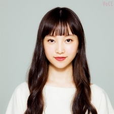 VOCE編集部員が心から信頼するヘアメイク 中山友恵さんの小顔メイクがすごい