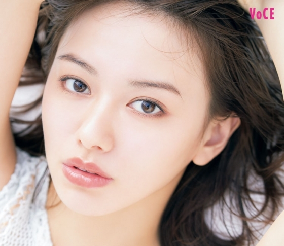 今もっとも注目の女優【山本舞香】の魅力を全解剖!【写真集「サニー/ムーン」発売】