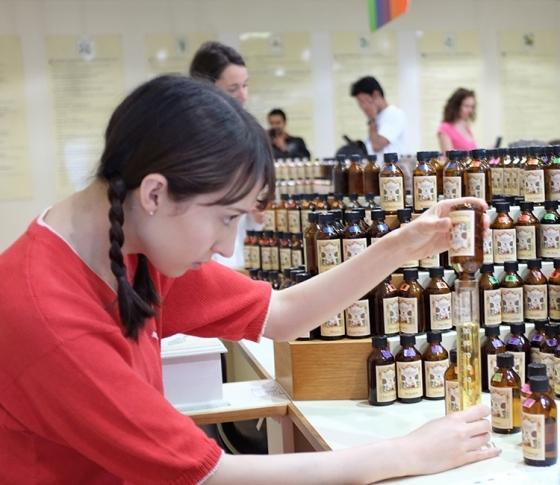 世界に一つだけ!香水の都で調香体験。海外オーガニック探訪②