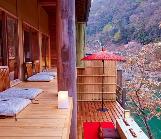 【紅葉に囲まれて特別なデトックス体験を】夏にたまった疲れ、星のや京都で癒しませんか?