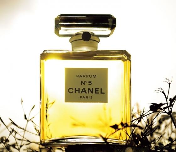 シャネルの名作香水、Nº5の秘密――ココ・シャネルは、なぜこの香りを創ったのか?