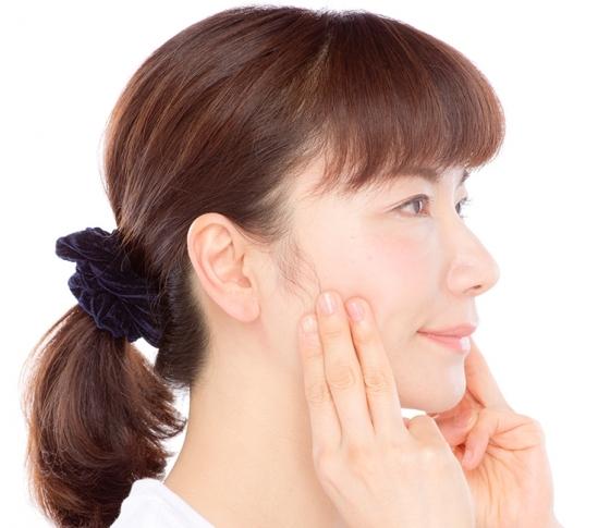 整形級の顔筋整骨でエラ張り改善! 村木式『顔筋整骨』で美人化計画【ビューティQ&A】