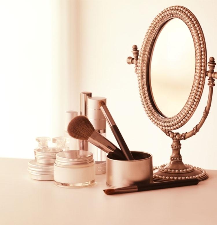 2つの鏡を用意してメイクする!顔も雰囲気も軽やかに【美容ジャーナリスト発】