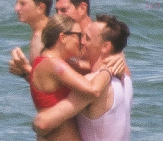 テイラー・スウィフトが、独立記念日に新恋人のトムとイチャつきまくり!