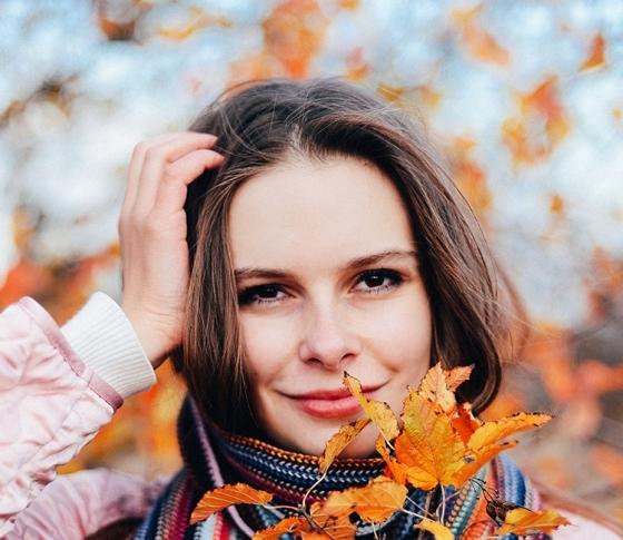 秋は抜け毛の季節⁉1日200本以上抜けても冬には元通りになるってホント?【ビューティQ&A】