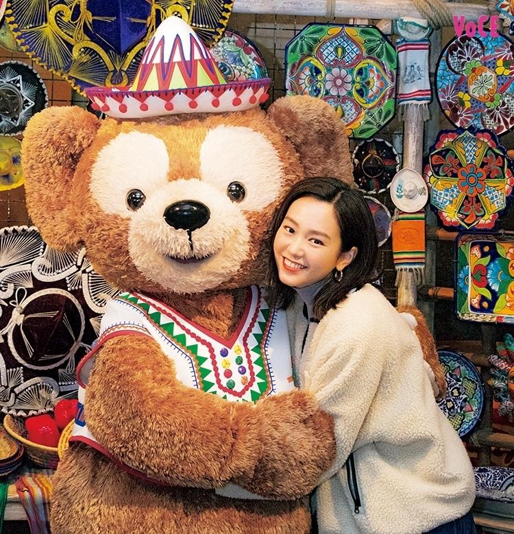 【桐谷美玲】念願の東京ディズニーシーへ! ダッフィーと記念のハグを♡