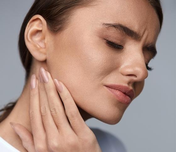 「あごの異変」に注意!肩こり・頭痛……顎関節症による不調とは?