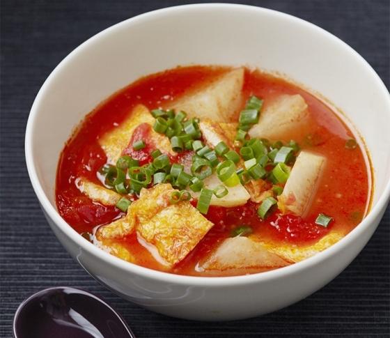 疲れたカラダにしみる♡超簡単トマト&だしのコクうまスープ