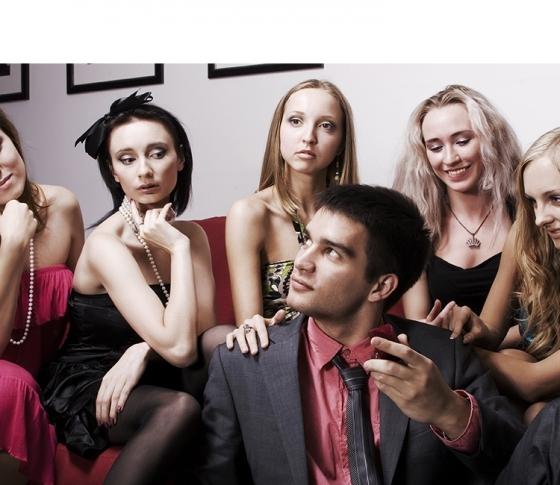 『黒い10人の女』は実在する?女探偵は見た「男は同時に最大何股かけられるのか」