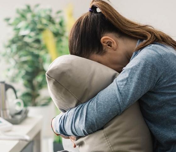 目の腫れ、頭痛……うっかり泣いてしまった日のお助けテクニック