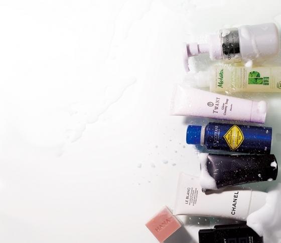 何で顔を洗ってる? 新作の洗顔料で「洗うだけで美肌」になろう