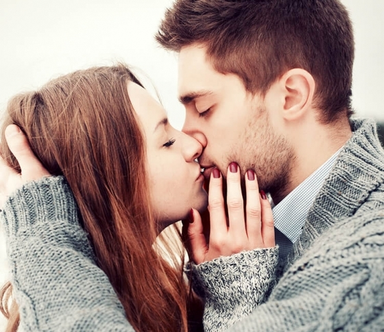 男もキスでエッチの相性を判断してる!?女性からされて嬉しいキス、嬉しくないキス
