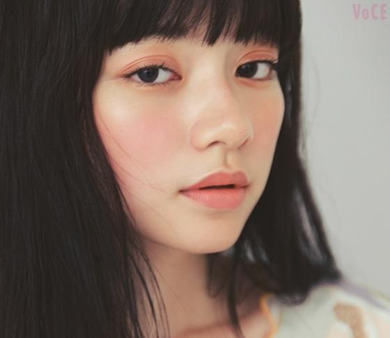 ちょっとほてったサンゴ色♡人気ヘアメイク中山友恵さんが私的ベスコスで、イマドキ顔メイク