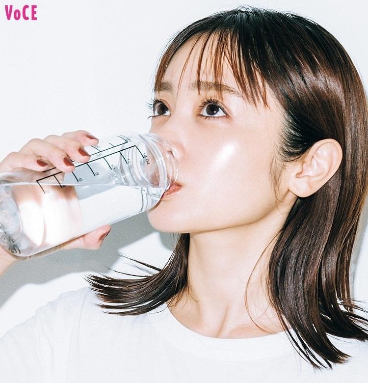 【安達祐実の生活ルール①】水を飲んだら……肌荒れが改善!?