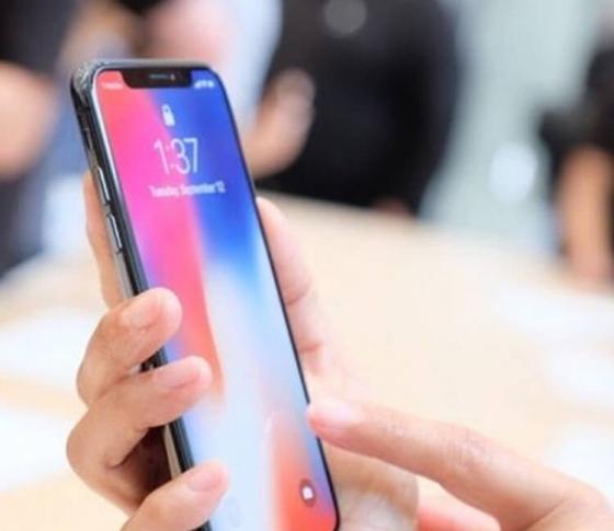 "【iPhone Xと8 Plus】新型iPhoneは、一体どっちが""買い""なのか"