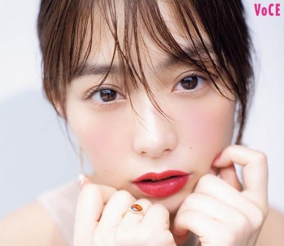 【宇垣美里×秋新色】ベルベット赤リップで白肌感MAX!|目元と頰の品格バランス|Dior、THREE etc.