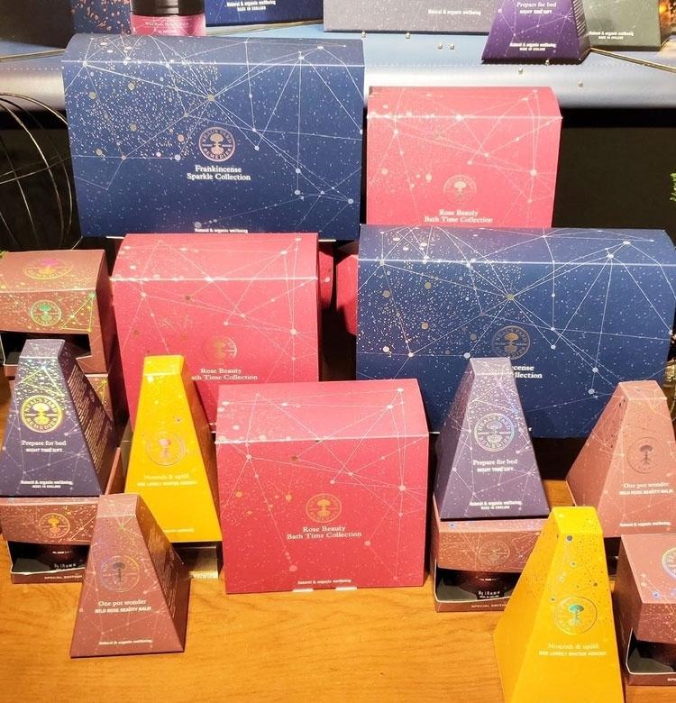 【クリスマスコフレ2019 ニールズヤード】人気の香りに包まれながら、ハリツヤが叶うセット!