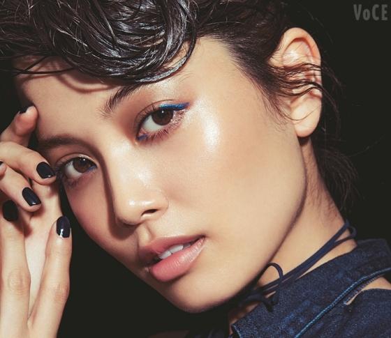 ブルーを使いこなし!人気ヘアメイク菊地美香子さんが私的ベスコスで、イマドキ顔メイク♡