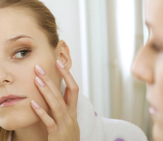 女性ホルモンが肌に影響を与えるっていうのは本当ですか?【ビューティQ&A】
