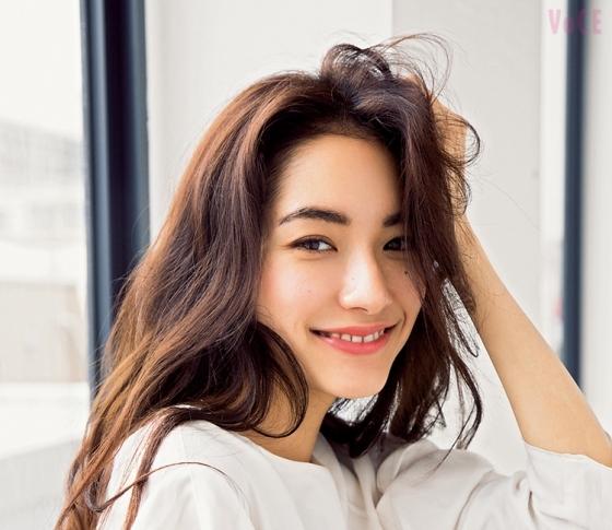 人気モデル吉田沙世、休日の肌づくりをパパラッチ!