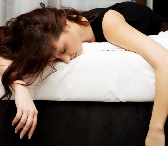 帰って即寝OK!飲み会続きでも美人でいられる時短美容テク