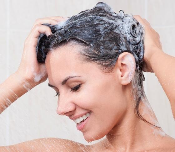 今日からお風呂で白髪予防!シャンプー中の簡単マッサージ