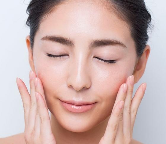 「顔メタボ」が肌老化を同時多発的に引き起こしている恐怖