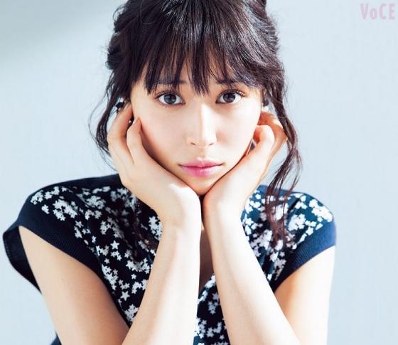 広瀬アリスさんの美習慣♡毎日、三転倒立でむくみ解消!