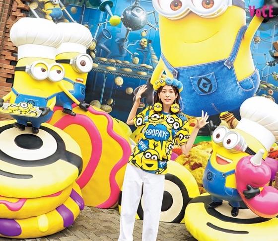 【桐谷美鈴】大好きなUSJは、全身キャラものファッションで行く!