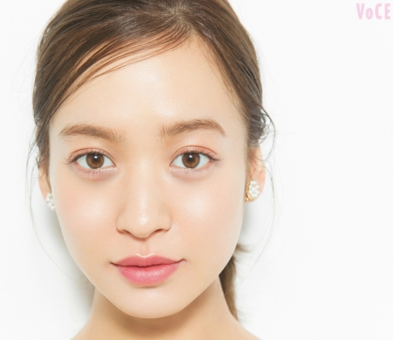 人気ヘアメイク中山友恵さんが、春イチバン美人肌「透明モチ肌」ベースメイクを伝授♡