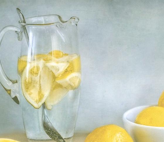 海外セレブやモデルが愛飲♡「レモン白湯」って何?