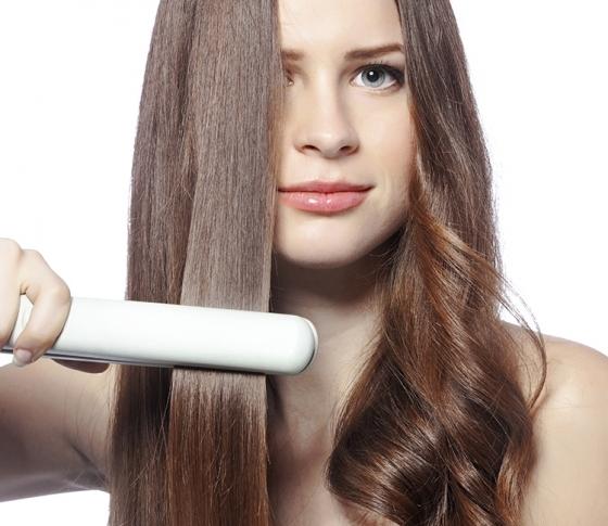 髪を傷めにくいへアアイロンの正しい使い方【ビューティQ&A】