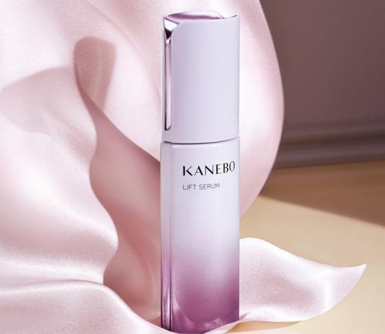 美の世界基準【ジョーライン】にアプローチする、【KANEBO】の新エイジングケア美容液。その実力は?? VOCEが徹底検証!