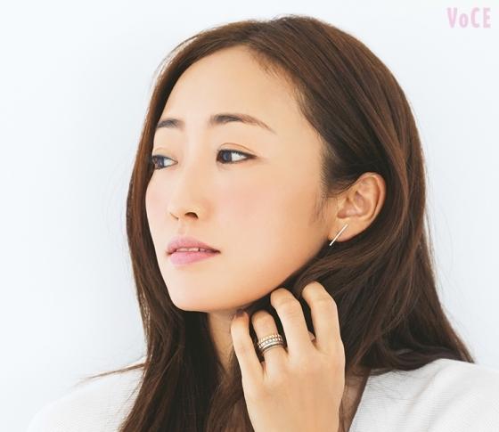 神崎恵さんの美人見えメイク♡秋ベースは、湿度感ある肌が最強!