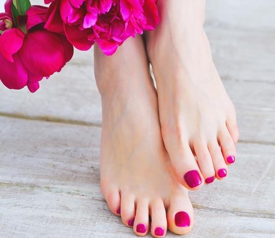 春になってからじゃ、遅すぎる!キレイ女子は「足爪ケア」まで怠らない