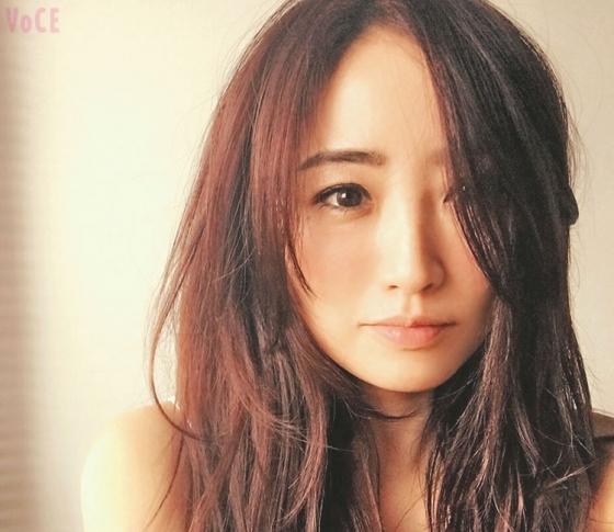 """神崎恵さんの夏メイクは""""埋もれない女""""♡"""