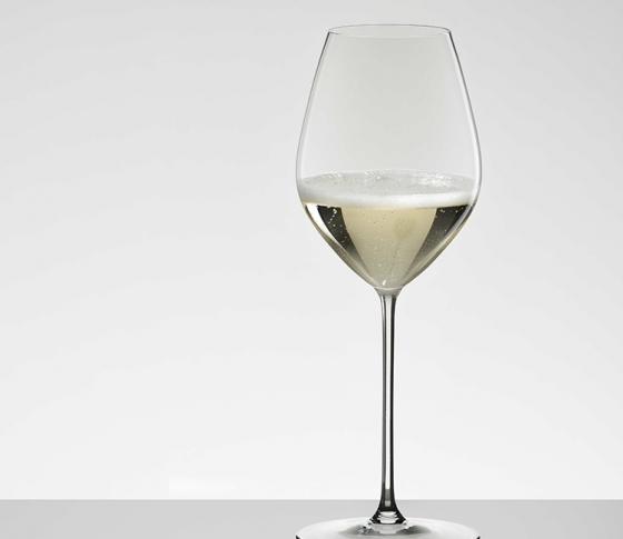 ワイングラスの名門「リーデル」史上、最薄、最軽のシャンパングラスをプレゼント!
