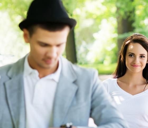 男性に聞いた「初デートで着てきてくれると心掴まれちゃうファッション」