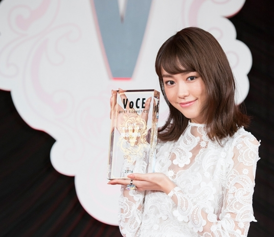 【速報!】VOCEが選ぶ「2016年最も美しい顔」は 女優の桐谷美玲さんに決定!