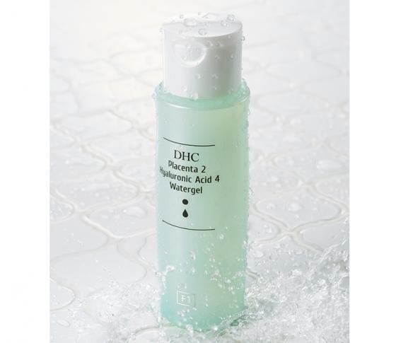 ぷるぷるジェルで、瞬時にモチモチふっくら♡ 化粧水+美容液の1本2役で、透明感も大幅アップ![PR]