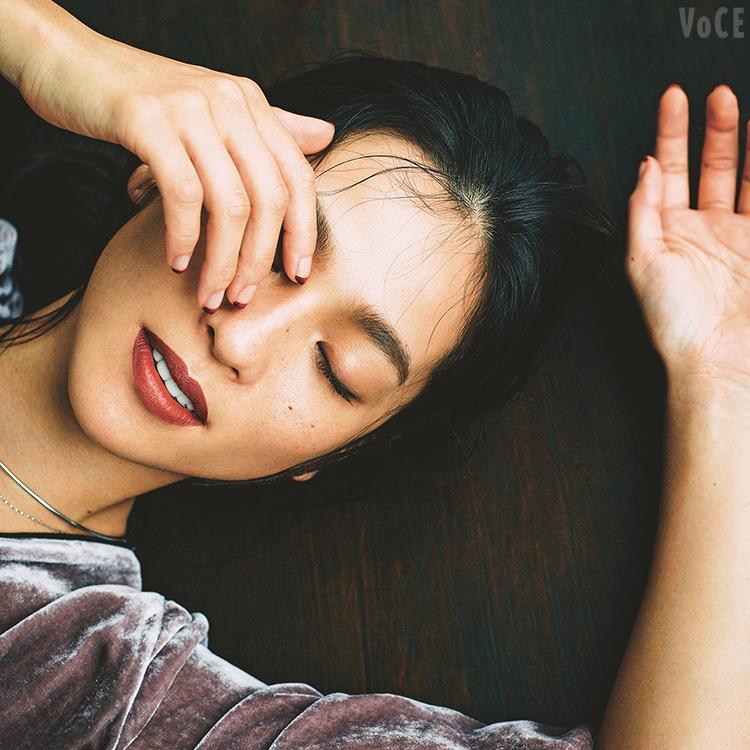 ,VOCE10月号,中村アン,ファッション,秋服,秋新色,ベロアロングワンピ,ボルドーリップ,