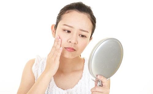 肌荒れの症状:肌のブツブツ
